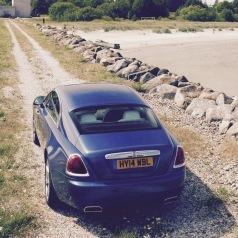 Mit einem Rolls Royce macht es auch Spaß, über Schottenwege zu fahren.