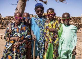 Bunte Buben in Mali
