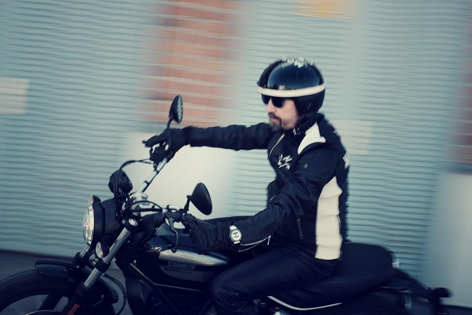 Die Ducati Scrambler fährt sich außerordentlich leicht und höchst vergnüglich /// Foto: coolrides.at, Homolka